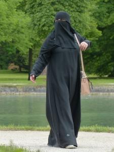 burka-117519_960_720